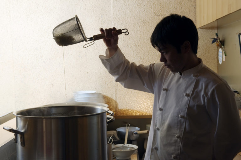 """Photo of Mr. Ryohei Ito who is a founder and CEO of RAKKAN USA Inc. is doing """"Yugiri (draining hot water)""""."""