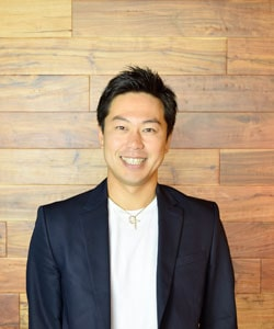 rakkan_executive_ryohei-ito_2019_02_smile_03_rgb_crop_web-min
